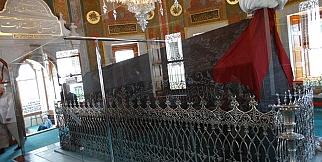 Fatih Sultan Mehmet Hanın fatih camiindeki türbesi