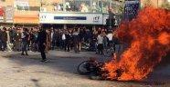 Komşu İranda petrole zam ayaklanması