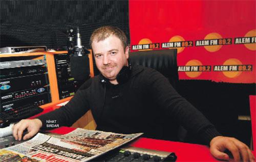 Radyo programcısı Nihat Sırdar gene 10. köyde